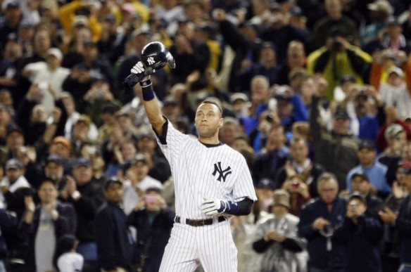 Jeter recieves a standing ovation.